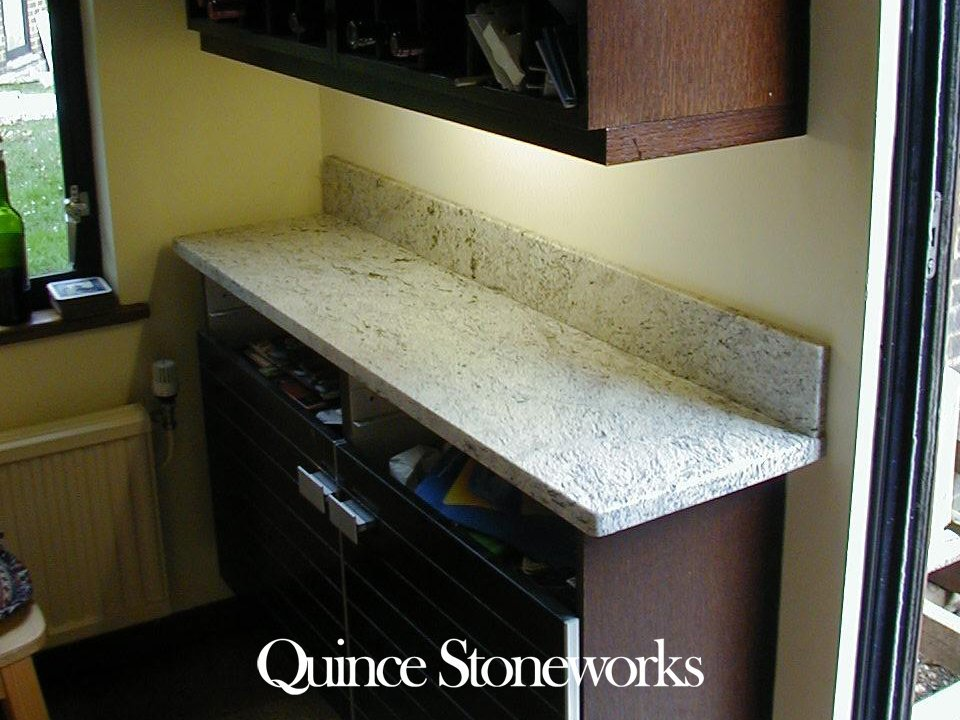 Desenhado White granite with splashabck